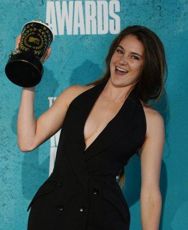 Winslet, Woodley start shooting 'Divergent' in Chicago