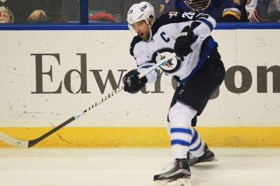Winnipeg Jets charge past Ottawa Senators for fourth straight win