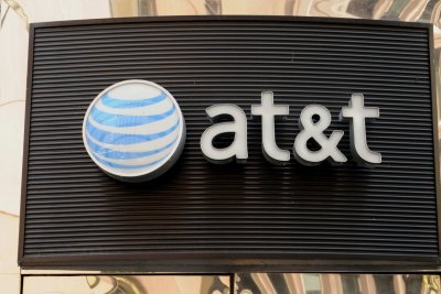 AT&T, Verizon to halt third-party data sales after investigation