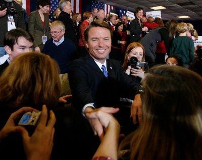 Democrats debate to woo U.S. minorities
