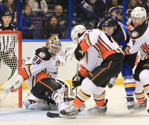Anaheim Ducks beat New York Rangers, move to top of Pacific