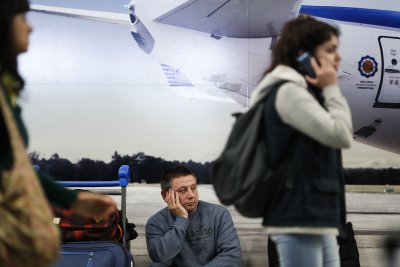Aerolineas Argentinas' workers strike cancels 371 flights, leaves 40,000 stranded