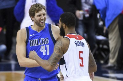 Mavs' Dirk Nowitzki passes Chamberlain on NBA all-time scoring list