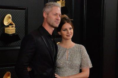 Lana Del Rey, boyfriend Sean Larkin attend Grammys