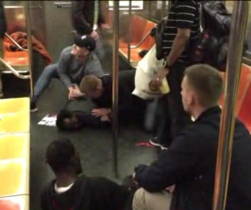Swedish police officers break up New York subway fight