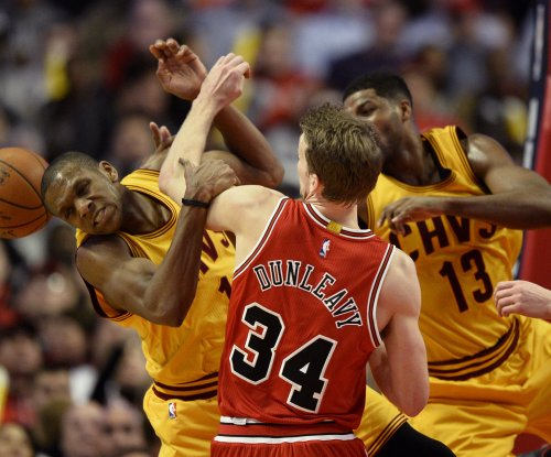 Cleveland Cavaliers re-sign veteran James Jones