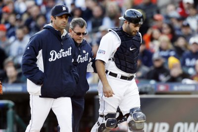 Chicago Cubs acquire Detroit Tigers closer Justin Wilson, catcher Alex Avila