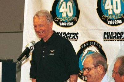 NFL notebook: Former GM Bobby Beathard named Hall finalist