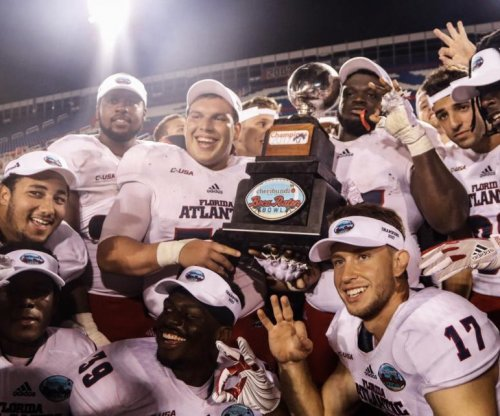 Boca Raton Bowl: Florida Atlantic runs wild vs. Akron