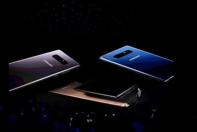 Samsung announces it will release a foldable smartphone in 2019