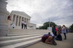 Supreme Court grants expedited hearing for clinics' challenge to Texas law