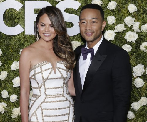 Chrissy Teigen, John Legend threaten to sue Pizzagate conspiracy theorist