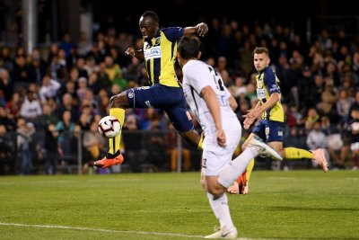 Usain Bolt scores twice in trial soccer game
