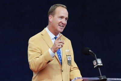 NFL: Peyton Manning jabs Tom Brady, Charles Woodson sings to mom in HOF speeches