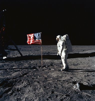 NASA book presents Apollo mission photos