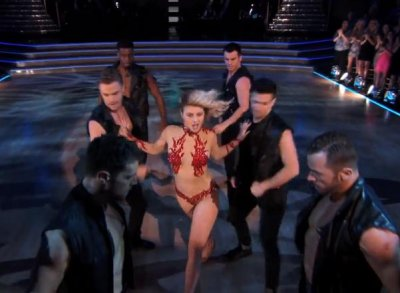 Julianne Hough dons revealing outfit for 'DWTS' performance