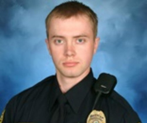 Alaska police officer dies from eye surgery complications after shooting