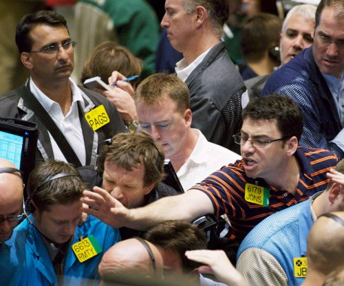 Oil prices start Friday in hesitant rally