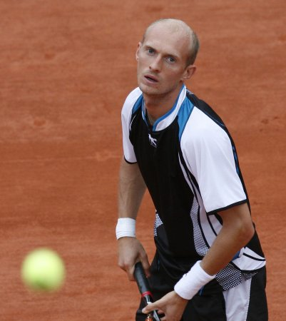 Davydenko goes into Warsaw quarterfinals