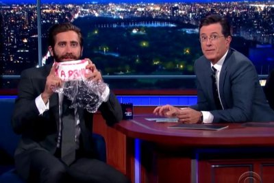 Jake Gyllenhaal pokes fun at Amy Schumer for eating his cake