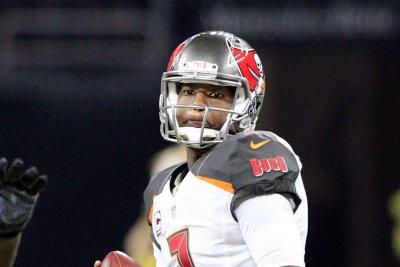 Jameis Winston's late TD pass pushes Tampa Bay Buccaneers over Carolina Panthers