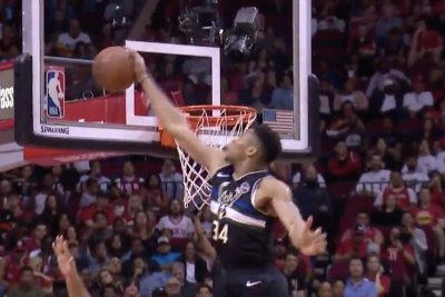 Giannis Antetokounmpo rejects James Harden with monster block