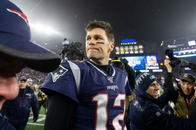 Patriots, Buccaneers among betting favorites to sign Tom Brady
