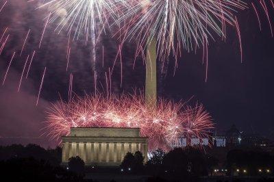 Washington, NYC celebrate July 4th with a bang