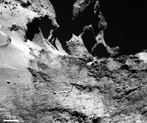 Close-up photos of comet show crack forming