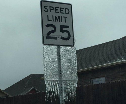 Oklahoma storm leaves behind 'Speed Limit' sign in ice