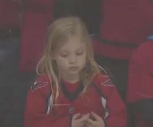 Capitals' Brett Connolly gets puck to little girl -- on third try