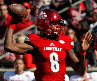Lamar Jackson totals 4 TDs as Louisville blasts NC State