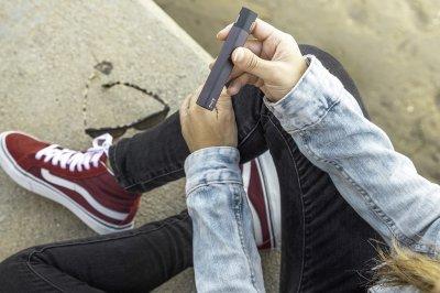 Study: One-quarter of high school students use e-cigarettes