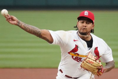 Carlos Martinez, Cardinals hold off Phillies