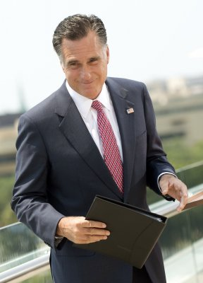Romney calls for Obama apology