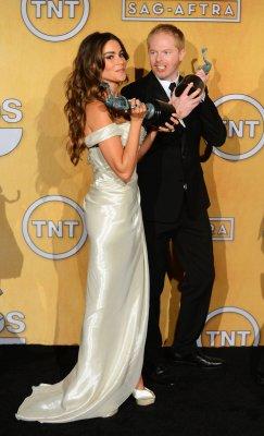 Fey, Baldwin, 'Modern Family' win SAG Awards for television comedy