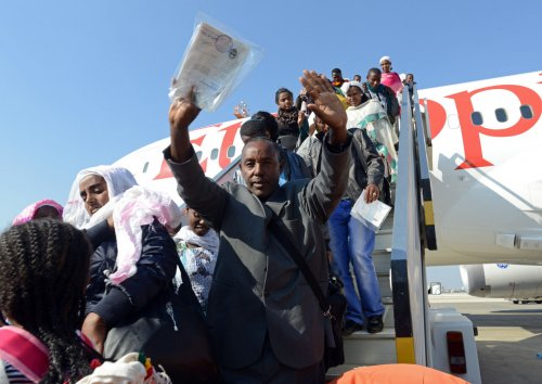 Israel coerces immigrants to leave, rights group claims