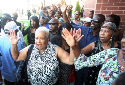 Ferguson police officer in talks to resign