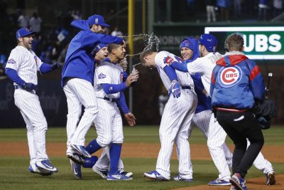 Chicago Cubs top banner-raising day with walk-off win