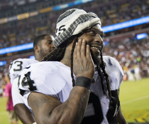 Donald Trump calls on NFL to suspend Oakland Raiders' Marshawn Lynch