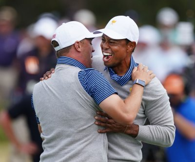Presidents Cup golf: U.S. gains momentum behind Tiger Woods, Justin Thomas