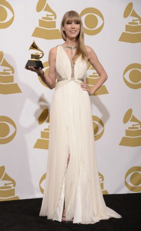 Swift uses British accent during Grammys performance