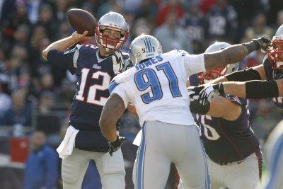 Tom Brady, New England Patriots cruise past Lions