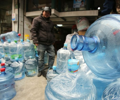 Pollution fears fuel China's bottled water sales