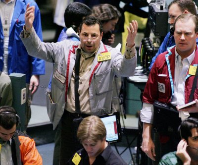 Oil prices moving lower on market sentiment