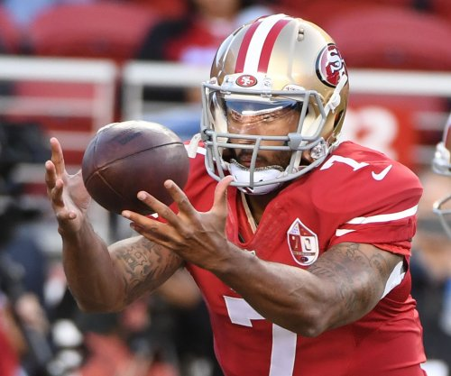 Colin Kaepernick still starting after dismal game in Chicago