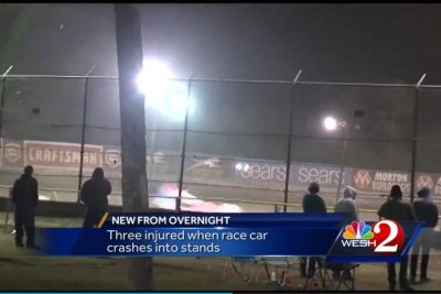 ‪Three injured after race car at Volusia Speedway flips into crowd