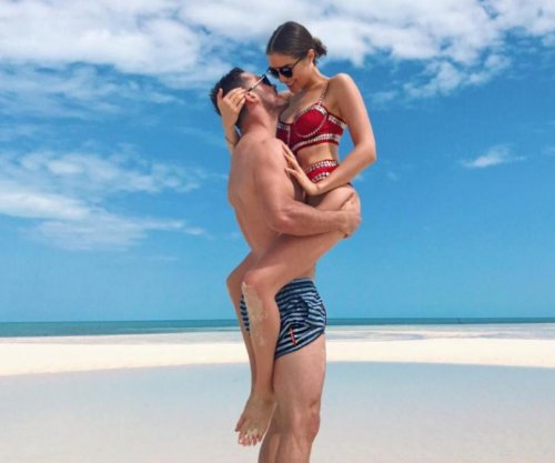 Danny Amendola enjoys Bahamas beach with model Olivia Culpo