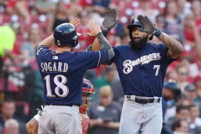 Red-hot Eric Thames' blast sends Milwaukee Brewers past San Diego Padres