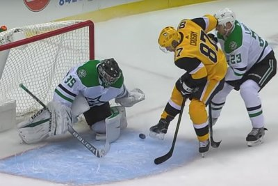 Sidney Crosby kicks puck to himself for stunning score vs. Stars